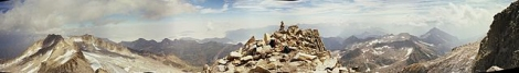640px-Aneto_below_summit_view_to_france_panorama